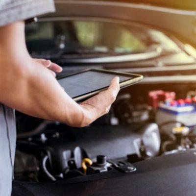 mechanic-uses-tablet-check-engine_59705-84